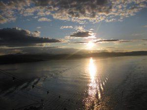 Sonnenuntergang auf Kreuzfahrt in Norwegen