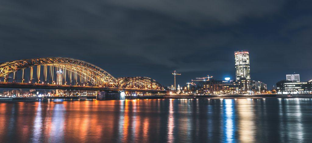 Skyline von Köln bei Nacht